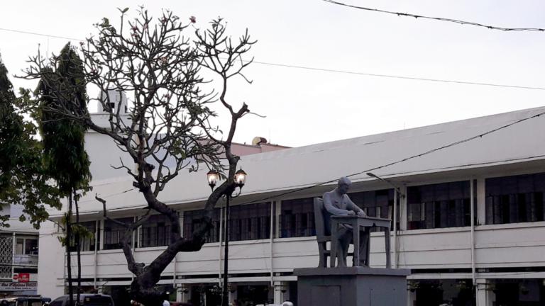 Iloilo City Cultural Heritage: Jose Rizal Monument 02 – Rizal St