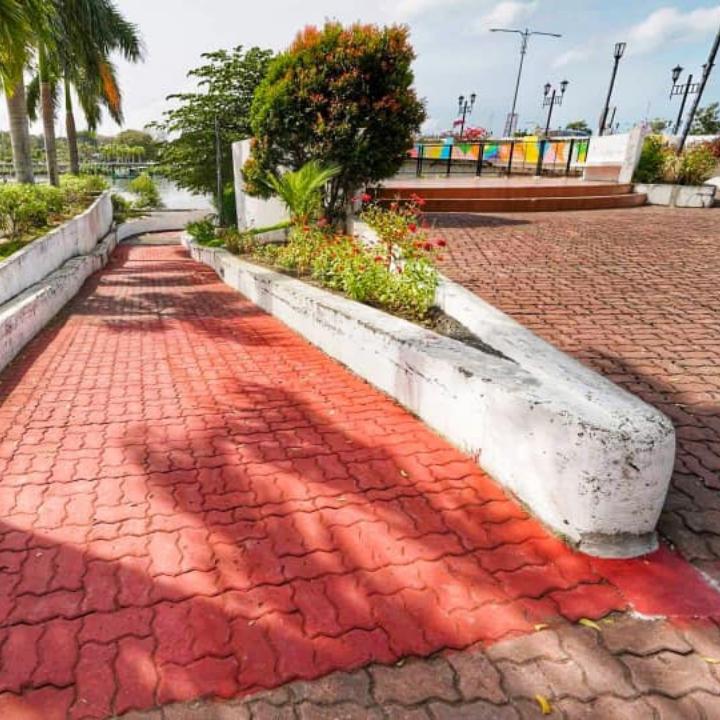 Repaint Benigno Aquino Avenue