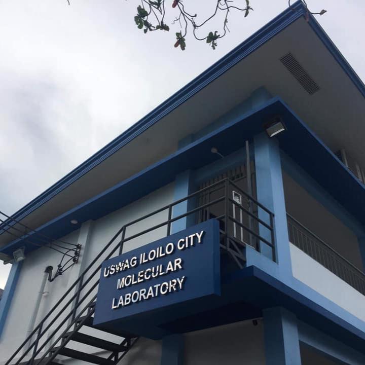 VP Visits Molecular Lab