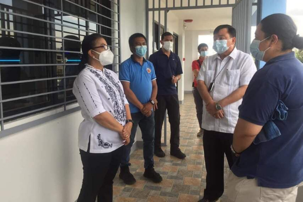 VP Visits Uswag Molecular Lab